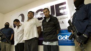 Tokmak lakaplı Meksikalı çete lideri Jose Ortiz (ortada beyaz tişörtlü)