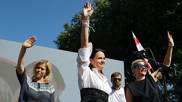 Veronika Cepkalo (b), Szvetlána Tihanovszkaja (k) és Maria Kolesznikova (j)