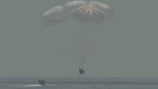ABD'li astronotlar Doug Hurley ve Bob Behnken, kapsül paraşütleriyle Meksika Körfezi'nde denize iniş yaptı