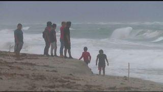 Trotz Warnung an den Strand - Tropensturm Isaias wütet in Florida