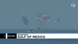 لحظه فرود کپسول حامل فضانوردان آمریکایی در آب