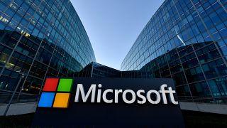 "مايكروسوفت تعلن استمرارها بمفاوضات شراء تطبيق ""تيك توك"" بعد محادثات مع ترامب"