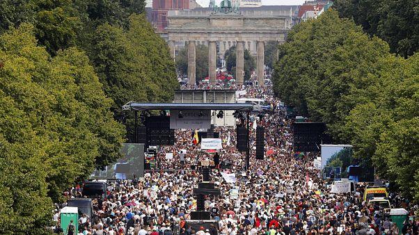 """Правительство Германии осудило """"неприемлемые"""" акции протеста"""