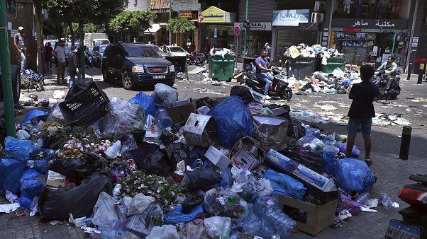 A libanoni főváros, Bejrút utcáit eltorlaszoló szeméthalmok 2020 nyarán