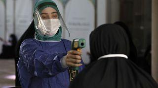 Rekordszámú koronavírus-fertőzés Iránban - lehet, hogy a valós szám még több?