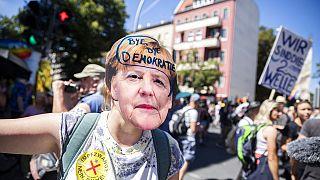 Berlin hükümetinden maske karşıtı eyleme tepki: Haklarınızı suistimal ediyorsunuz