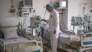 أحد أفراد الطاقم الطبي في المستشفى العسكري في المغرب