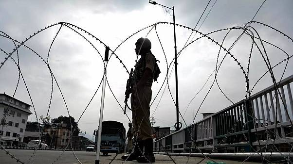 Hindistan protestoları engellemek için Cammu Keşmir'de sokağa çıkma yasağı ilan etti