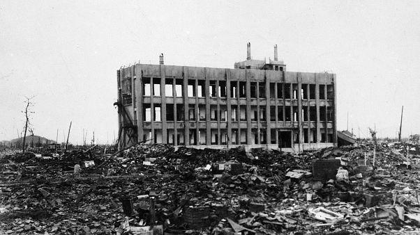 Hiroşima'da atom bombası atıldıktan birkaç gün sonra çekilen bir fotoğraf. Ağustos 1945.