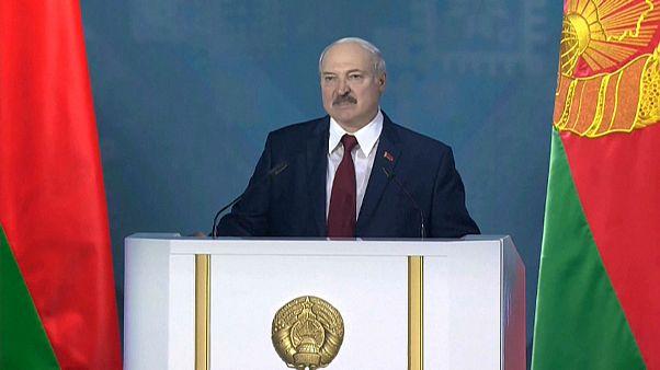 """Alla vigilia delle elezioni, il presidente Lukashenko dichiara: """"Bielorussia unica oasi di pace"""""""