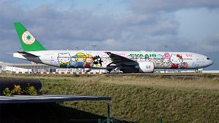 طائرة Hello Kitty لشركة إيفا للطيران