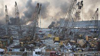 Destrozos en el puerto de Beirut tras la enorme explosión