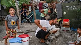 من مخيمات اللجوء في اليونان