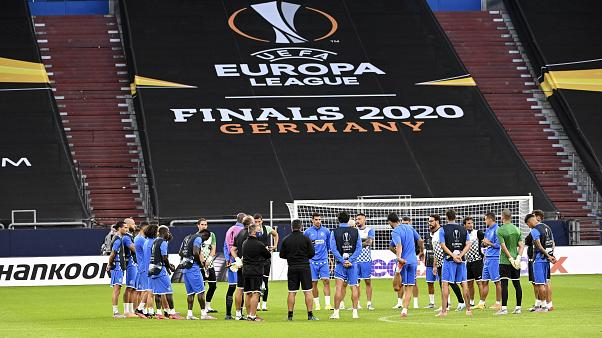 Getafe's team stands on the pitch during the training session prior the Europa League