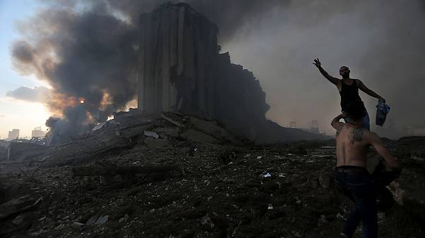 Il luogo dell'esplosione sul lungomare di Beirut: in quella zona ci sono molti edifici importanti, chiese, moschee e uffici