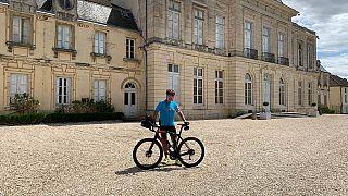 صورة لوزير الخارجية لوكسمبورغ جان أسلبورن خلال قيامه بجولة على دراجته -الحساب الرسمي لجان أسلبورن