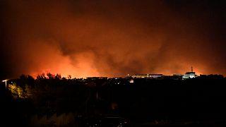 حرائق ضخمة بالقرب من مدينة مرسيليا في فرنسا