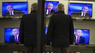 Владимир Путин на экранах телевизоров 18 декабря 2014.