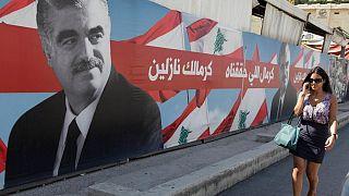 تصویری از نخست وزیر مقتول لبنان در نزدیکی قبرش در شهر بیروت
