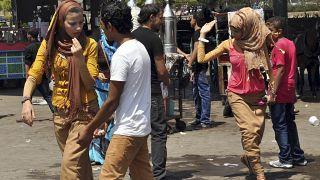 صورة أرشيفية لتحرش شبان بعدد من الفتيات في أول أيام عيد الفطر عام ٢٠١٩