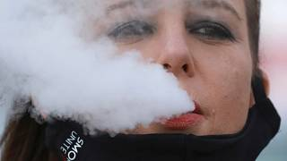 التدخين قد يتسبب في نقل عدوى الإصابة بكوفيد-19