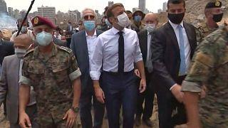 Le président français Emmanuel Macron sur les lieux de la catastrophe, le port de Beyrouth, le 6 août 2020
