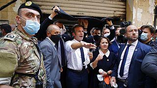 Frankreichs Präsident Emmanuel Macron nach der Ankunft in Beirut