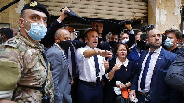 Lübnan'ı ziyaret eden ilk yabancı lider olan Macron, şeffaf soruşturma istedi