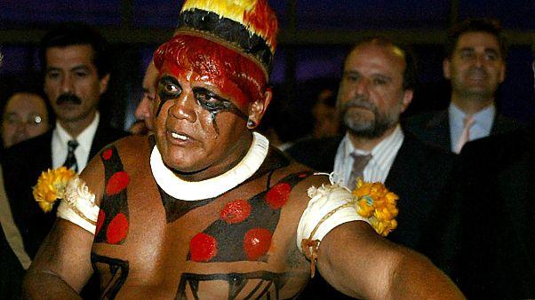 Il capo indigeno Aritana della tribù Yawalapiti, in una foto del 2003