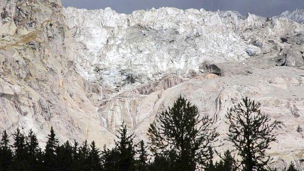 В горах на севере Италии может обрушиться ледник