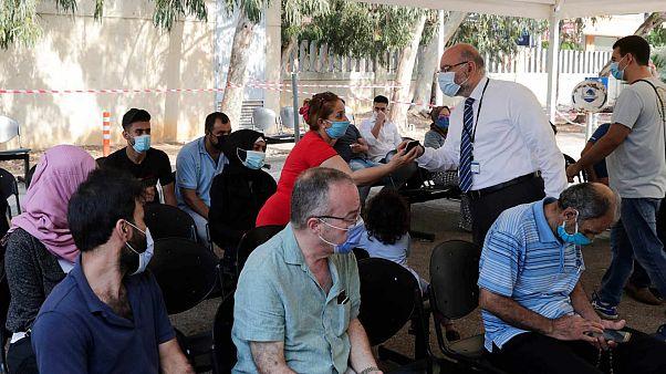 مدير مستشفى رفيق الحريري الجامعي، فراس أبيض، يقوم بجولة صباحية في مركز اختبار فيروس كورونا في المستشفى، بيروت، 28 تموز 2020