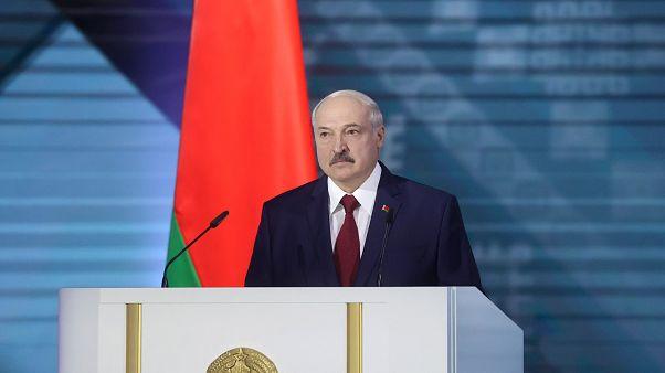 Lukashenko enfrenta onda de mudança