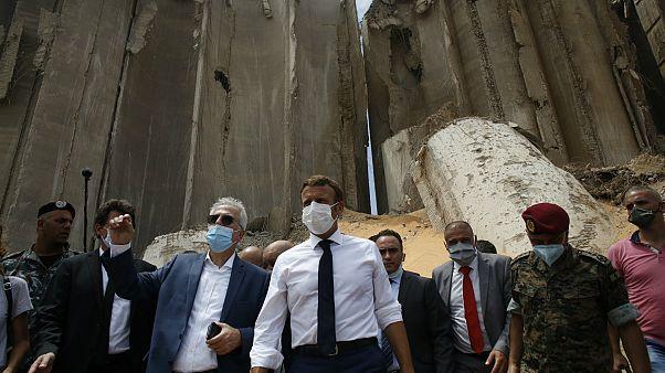 Fransa Cumhurbaşkanı Emmanuel Macron, patlamanın yaşandığı Beyrut Limanı'nı ziyaret etti