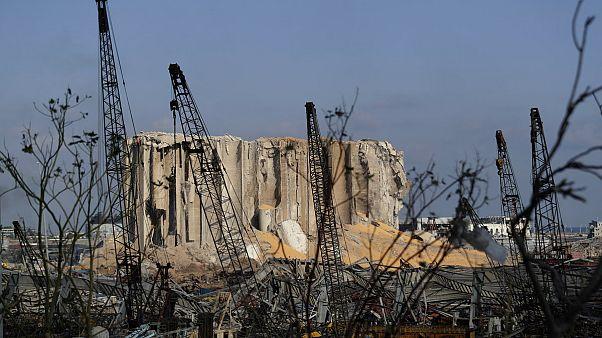 Una delle strutture del porto di Beirut sventrata dalle esplosioni