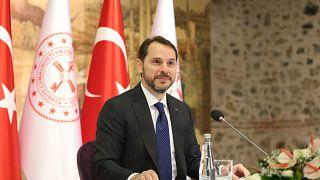 Hazine Bakanı Berat Albayrak, Türk Lirası'nda rekor değer kaybı sonrası sosyal medya gündeminde