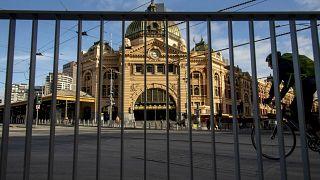 السلطات الأسترالية تشدد القيود على حركة المواطنين في مدينة ملبورن إثر تزايد الإصابات بفيروس كورونا المستجد
