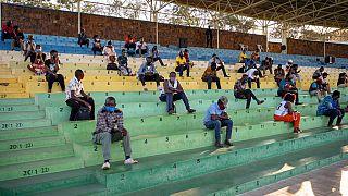 Ruandesi rieducati allo stadio, per non aver rispettato le regole anti-Covid