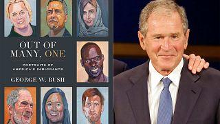 الرئيس الأمريكي السابق جورج دبليو بوش مع صورة لغلاف الكتاب
