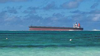Разлив нефти у берегов Маврикия