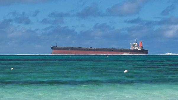 Allarme inquinamento: petroliera sversa nel mare delle Mauritius