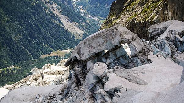 500 ezer köbméter jég szakadhat le az olasz Alpokban