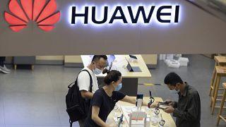 Pekin'de bir Huawei mağazası