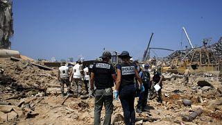البحث عن مفقودين تحت الأنقاض في منطقة المرفأ التي شهدت الإنفجار الضخم