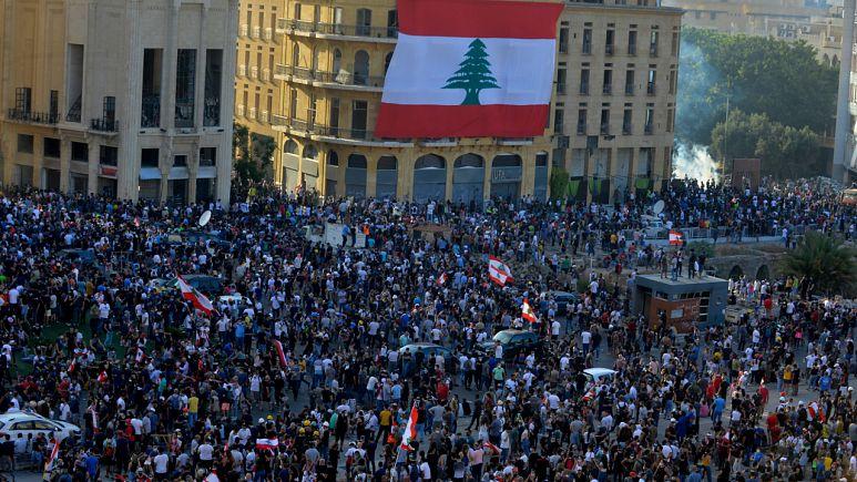 Lübnan'da 'Hesap Günü' protestoları: Başbakan Diab erken seçimi işaret etti