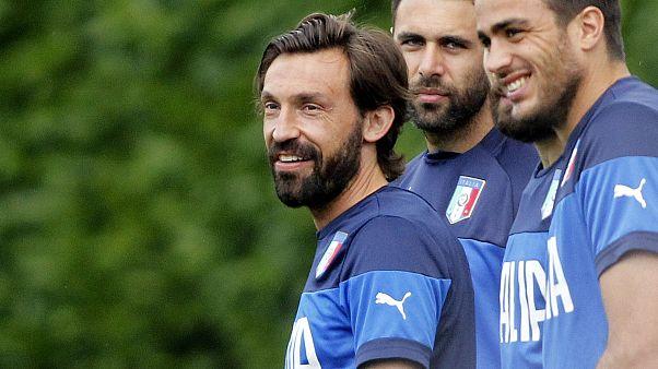 Andrea Pirlo in azzurro, durante un raduno della nazionale, con Salvatore Sirigu e Alessandro Matri.
