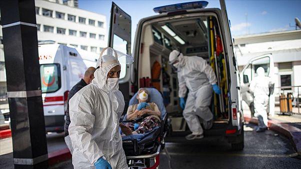 covid-19 hastaları hastaneye kaldırılıyor