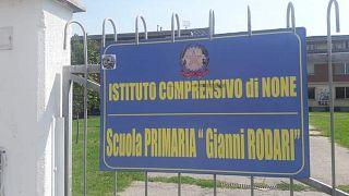 Le scuole della provincia italiana: la scuola primaria di None (Torino) intitolata a Gianni Rodari.