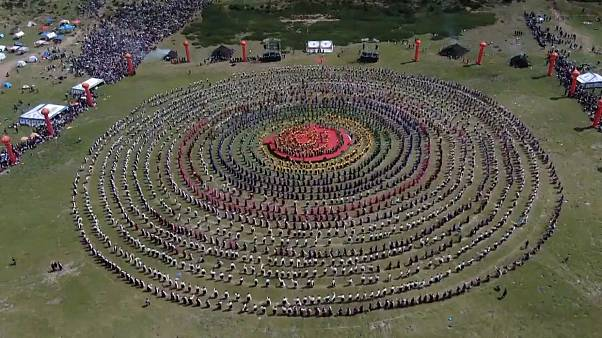 The biggest dance in the world was performed in Tibet.