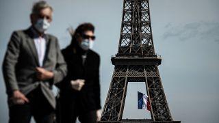 Covid: mascherina obbligatoria all'aperto nei luoghi affollati a Parigi da lunedì