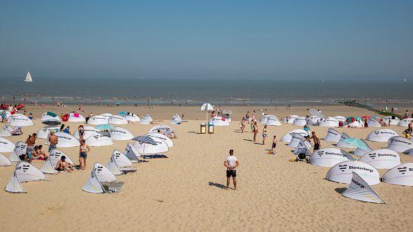 Βέλγιο: Άγριο ξύλο σε παραλία λόγω...κορονοϊού.